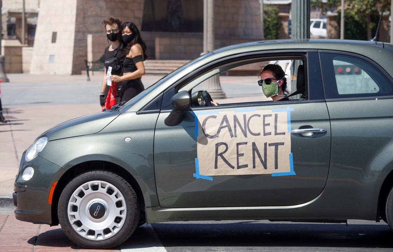 In LA komen Amerikanen die werkloos werden in actie voor kwijtschelding van de huur.