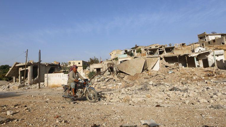 Een motorrijder nabij de Syrische stad Hama. Beeld reuters
