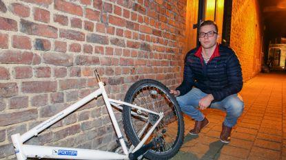 Slachtoffer gestolen fiets dreigt op Facebook om met camerabeelden naar politie te stappen: dief brengt helft van 'buit' terug