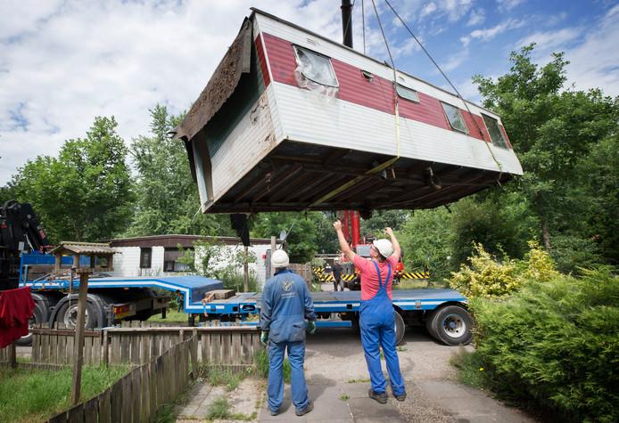 Het schrikbeeld voor Brabantse recreatieparken: caravans die worden weggetakeld op Fort Oranje bij Rijsbergen.