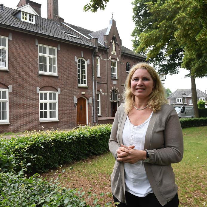 Hannie Nieuwenhuizen verbouwt met haar gezin het oude klooster in Sint Anthonis. Logeerhuis De Parel en een zorghotel gecombineerd met grote appartementen.