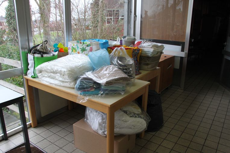 in amper één uur tijd stonden al twee tafels vol binnengebrachte spullen