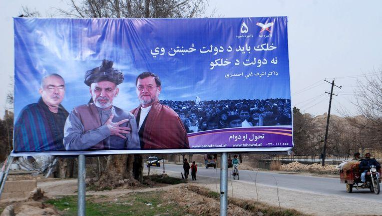 Een poster met daarop de Afghaanse president, Ashraf Ghani. Beeld epa