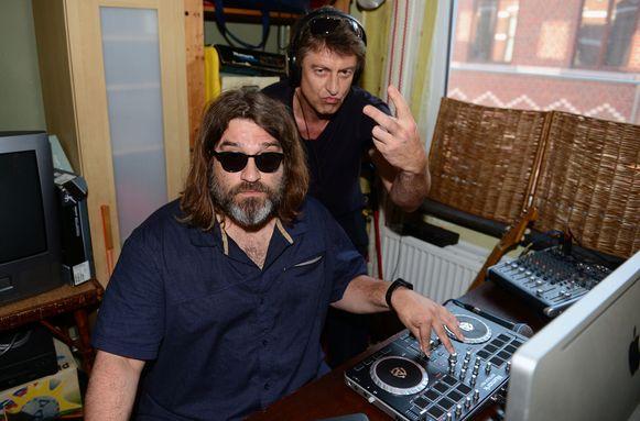 Johan Schots en Erwin Vloebergh van Hang The Deejay maken hun eigen EK-lied.