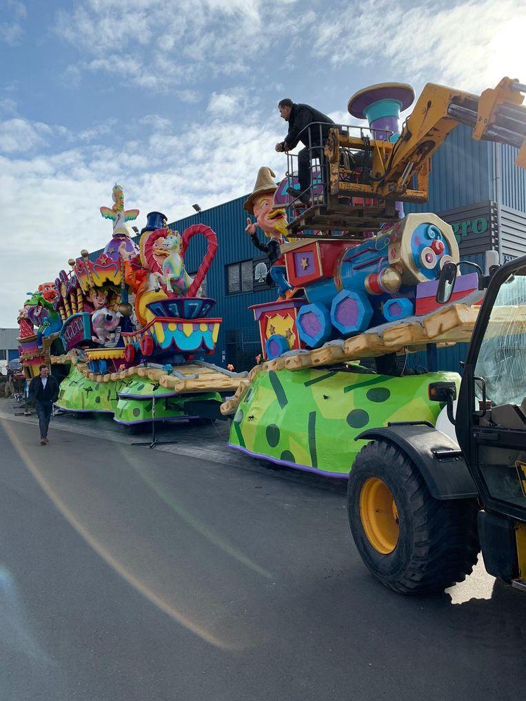 De praalwagen van de Oranjewijk in Tubbergen, die vanwege het weer niet kon deelnemen aan de Grote Twentse Carnavalsoptocht. Beeld Optochtcommissie van de Kadolstermennekes