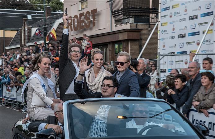 Staatssecretaris Sander Dekker lost het startschot met voor hem Pierre Hermans van Daags na de Tour.
