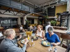 Gasten voelen zich thuis in nieuwe brasserie De Reggehof in Goor