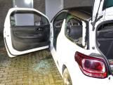 Ruiten van geparkeerde auto gesprongen door vuurwerk in Oss