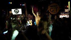 Ian Thomas neemt ons mee naar Boston voor eerste concert Digitour en trakteert  fans op sexy verrassing