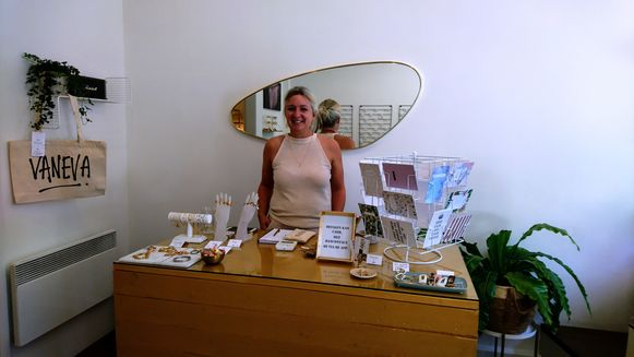 Eva Van Den Bossche in haar nieuwe juwelenwinkel VANEVA