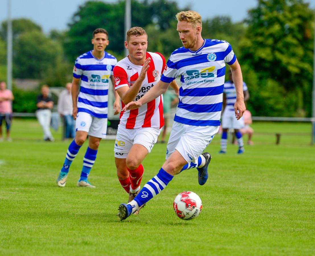 De Graafschap-middenvelder Stef Nijland zorgde voor de openingstreffer tegen TOP Oss.
