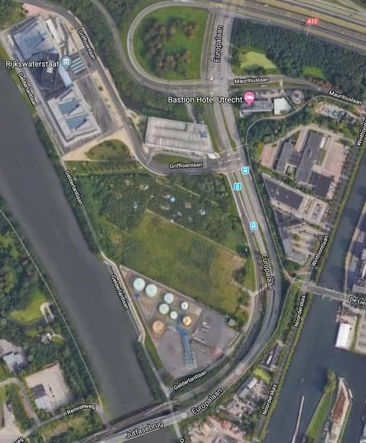 Groothandel Wil Bedrijfspand Aan Amsterdam Rijnkanaal In Utrecht