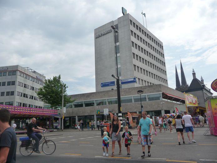 Helemaal links de botsauto's op de Spoorlaan. Foto: Bas Vermeer/BD