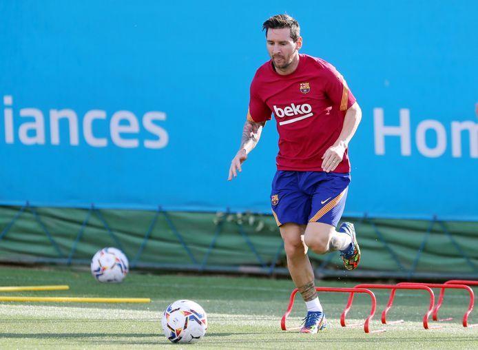 Barcelona heeft nog twee weken langer de tijd om zich voor te bereiden op de competitiestart. Lionel Messi staat weer op het trainingsveld.