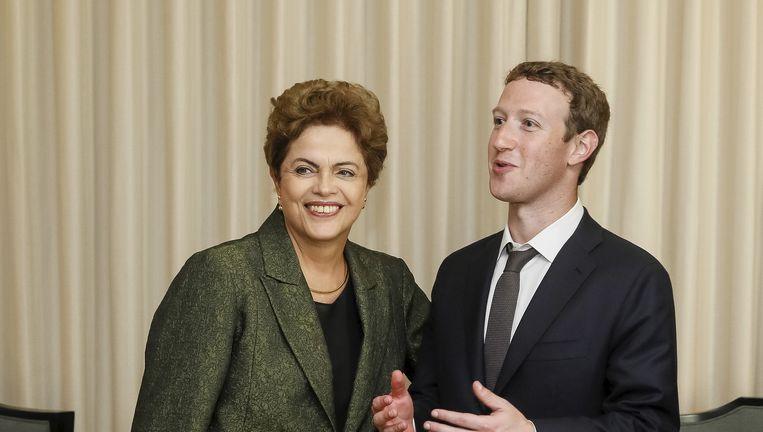 Een onderonsje, begin april, tussen de Braziliaanse president Dilma Rousseff en Facebook-oprichter Mark Zuckerberg. Beeld Reuters