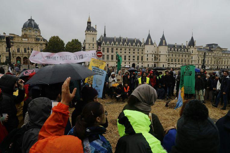 Verzamelen geblazen in Parijs.