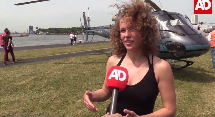 Mariska Gunsing vloog vandaag naar Rotterdam om yoga-les te geven.