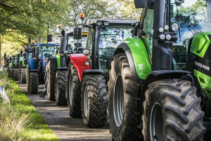 Boerenprotest in de Achterhoek. Met tractoren bezetten boeren onlangs de wegen naar een natuurgebied.