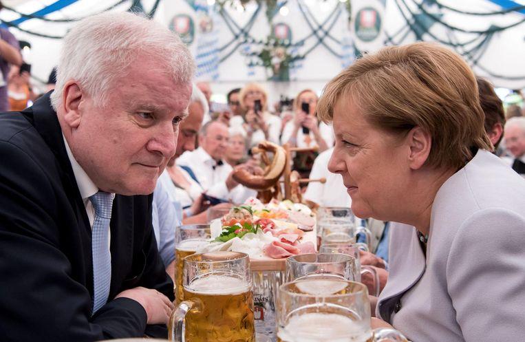 Bondskanselier Merkel en minister-president Horst Seehofer. Beeld afp