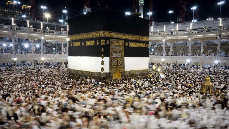 Pelgrims cirkelen tijdens de hadj tegen de klok in om de kaaba in de Grote Moskee in de voor moslims heilige stad Mekka. Beeld afp