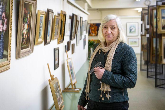 Tonny Nijhuis, eigenaresse van 't Kunsthuis van het Oosten