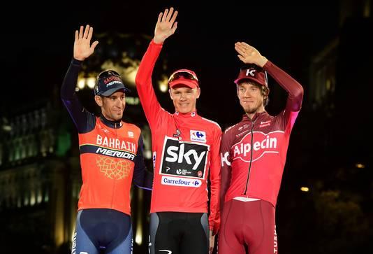 Chris Froome (midden) met Vincenzo Nibali (links) en Ilnoer Zakarin.