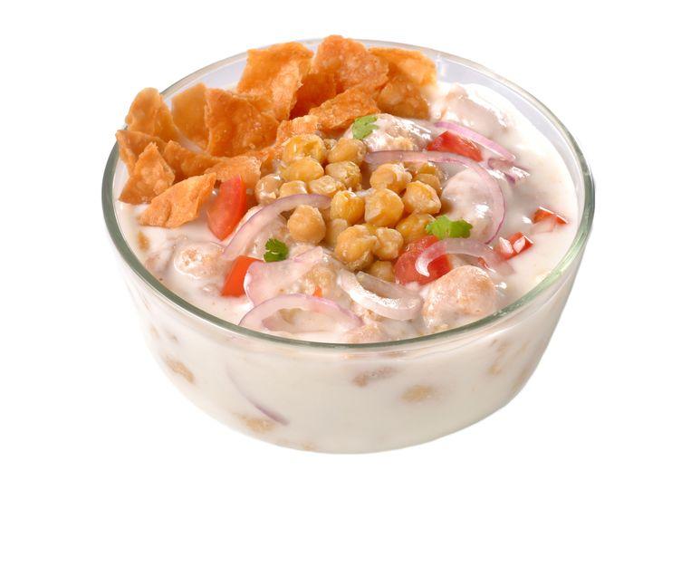 Savoury yoghurt met ui en kikkererwten Beeld
