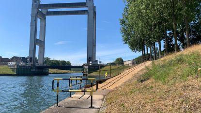"""Brielenbrug sluit voor werken en snijdt dorp tijdens zomervakantie in twee: """"Hoop dat klanten moeite zullen doen om nieuwe buurtwinkel te bezoeken"""""""