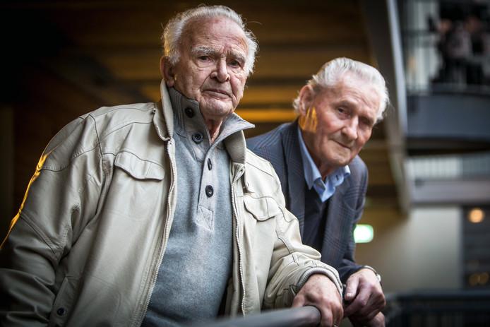 Joop van Rijn (donker jasje) en Ben Oude Nijhuis in november 2014.