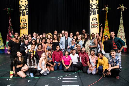 De cast van Disney's The Lion King, die in Nederland opnieuw door Stage Entertainment is uitgebracht.