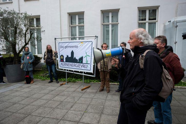 Actievoerders van de 11 maartbeweging verzamelden zich net voor de start van de gemeenteraad.