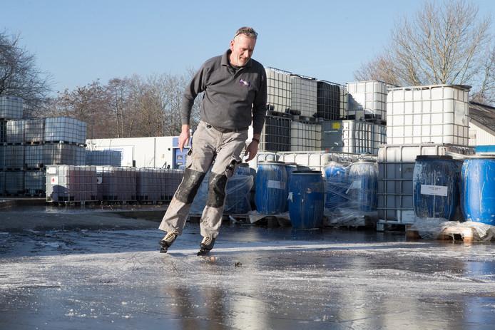Mark Wolvenne schaatst op natuurijs