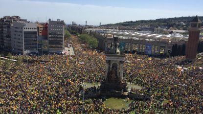 """Mensenmassa trekt door de straten van Barcelona: """"Vrijheid voor alle politieke gevangenen"""""""