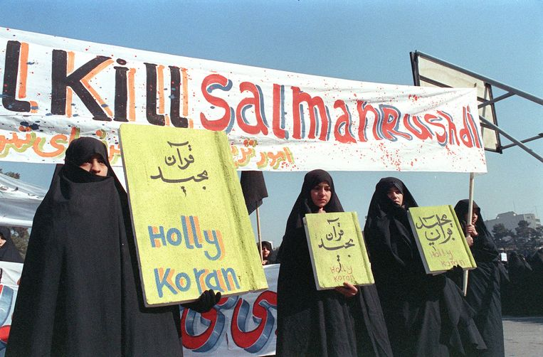 Iraans protest tegen Salman Rushdie, in 1989. Beeld AFP