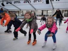 Scholieren dragen Wijchens schaatsfeest
