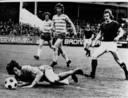 Keeper Rob Goldhoorn (liggend) en Co van Willigenburg (rechts) in een wedstrijd tegen FC Groningen. In het midden de latere international Hugo Hovenkamp.
