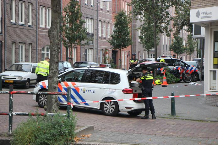 Een politieagent schoot op 6 oktober 2018 op de Boomsluiterskade in Den Haag een man in zijn been, nadat deze een vuurwapen had getrokken.