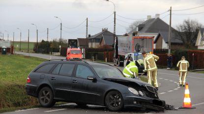 Auto en vrachtwagen botsen op Edelareberg