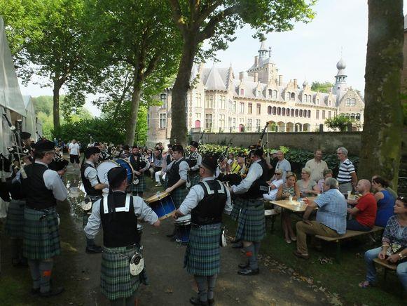 De Schotse Dagen in 2015. Kilts, doedelzakken en Schotse lekkernijen lokken altijd veel volk naar het kasteel Ooidonk.