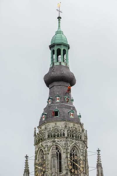 Klokken Grote Kerk Breda zuchten onder hitte