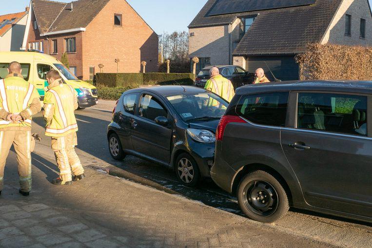 De auto knalde tegen de achterzijde van een geparkeerde wagen.