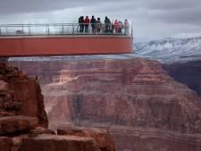 Chinese toerist struikelt bij maken foto en stort Grand Canyon in