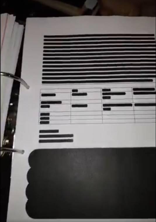 De Belastingdienst heeft in de persoonlijke dossiers die zij naar gedupeerden van de toeslagenaffaire heeft gestuurd hele pagina's zwartgelakt.