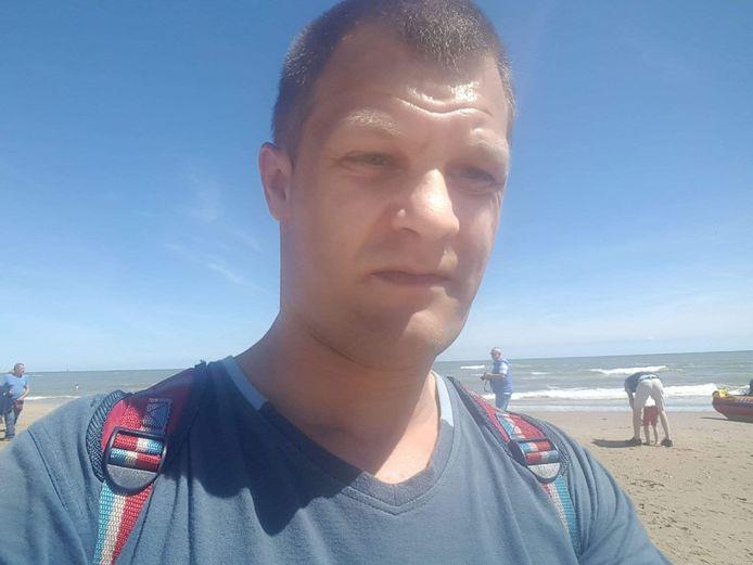 Marcin op het strand.