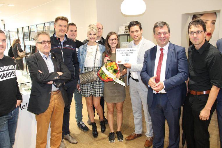 De prijs van tofste winkelbediende gaat naar Celine Verbrugghe van Modejuwelen Kiekeboe.