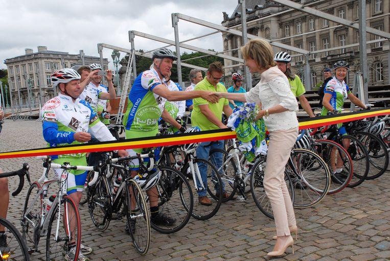 Mathilde schudt Rick De Leeuw de hand aan de start.