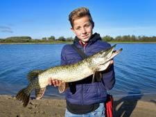 Vonkerplas in Dreumel zit zeker wel vol met vis, bewijzen inwoners