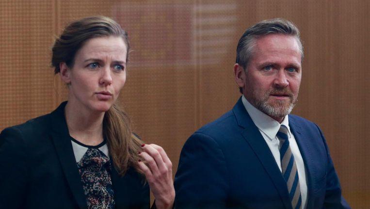 De Deense minister van Gezondheidszorg Ellen Trane Nørby en haar collega van Buitenlandse Zaken Anders Samuelsen maandagavond bij de stemming in Brussel. Beeld epa