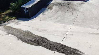 """Vandalen besmeuren skatepark met turbobeton: """"Daders mogen zich aan gepeperde rekening verwachten"""""""