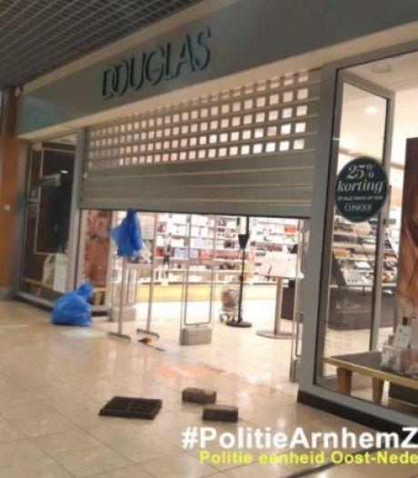 Inbrekers slaan toe bij parfumerie in Winkelcentrum Kronenburg
